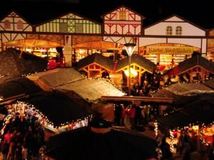 本場ドイツさながらの屋台が並ぶ「バンクーバー・クリスマスマーケット」 photo by: Vancouver Christmas Market