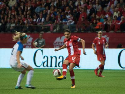 バンクーバーでカナダVSアメリカの女子サッカーライバル対戦 2万8000人動員