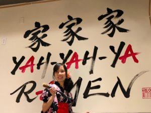 バンクーバーのラーメン店で書道パフォーマンス 日本文化を伝える