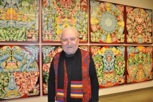 リッチモンドで83歳アーティストが初の個展 色彩あふれる世界観